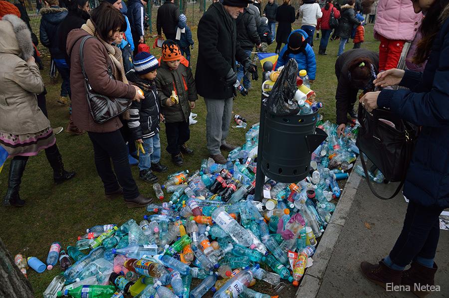 Români hotărâţi care-şi recuperau proprietatea. Sau care-şi aruncau deşeurile biodegradabile.